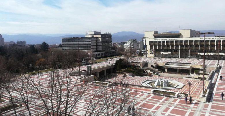 обновен площад